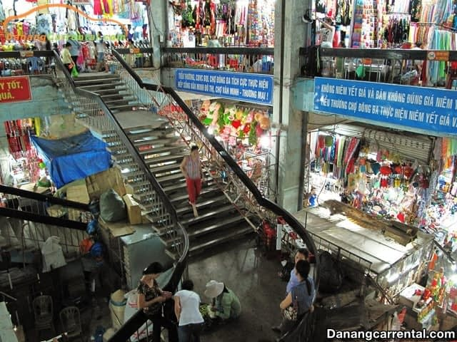 About Dong Ba Market